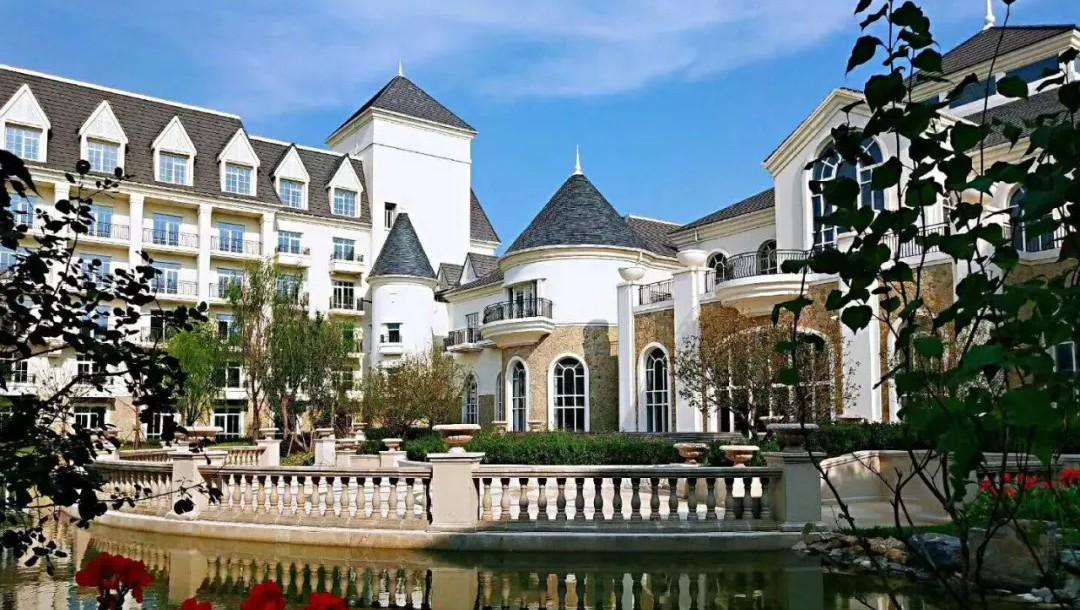 半城湖怀来皇冠假日酒店即将试营业