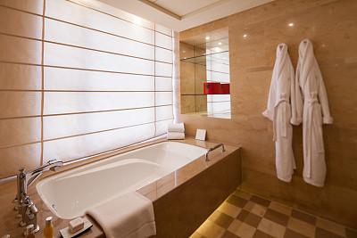 五星酒店被指马桶刷刷茶杯 哈尔滨卫计委:确实存在