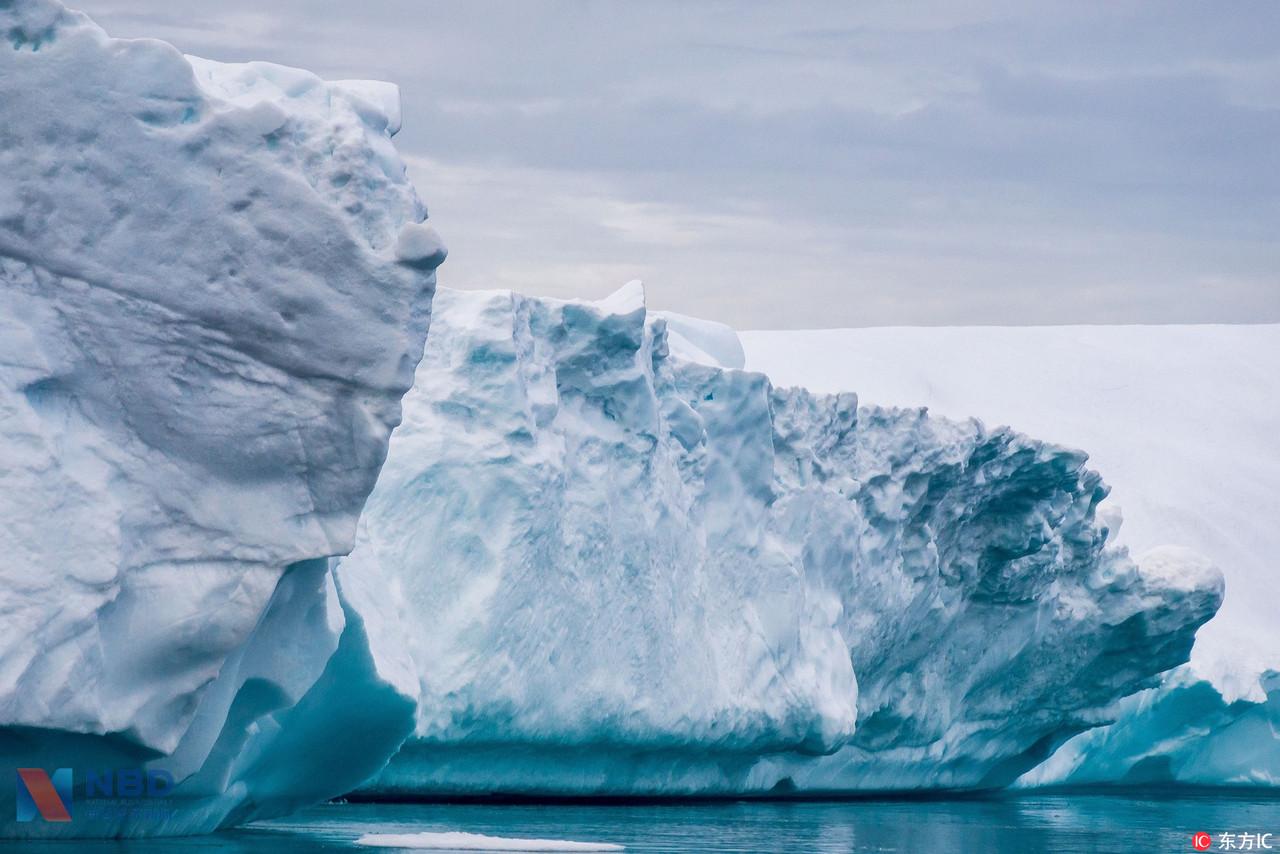 摄影师拍格陵兰岛绝美风光 冰山落日绘出壮丽画卷