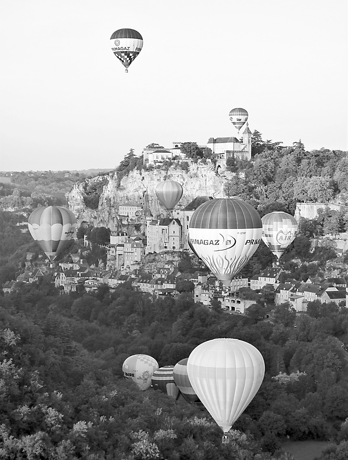 "在法国悬空之城看""气球芭蕾"""