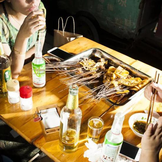 兔头猪脑小龙虾 外国人竟然也有成都胃