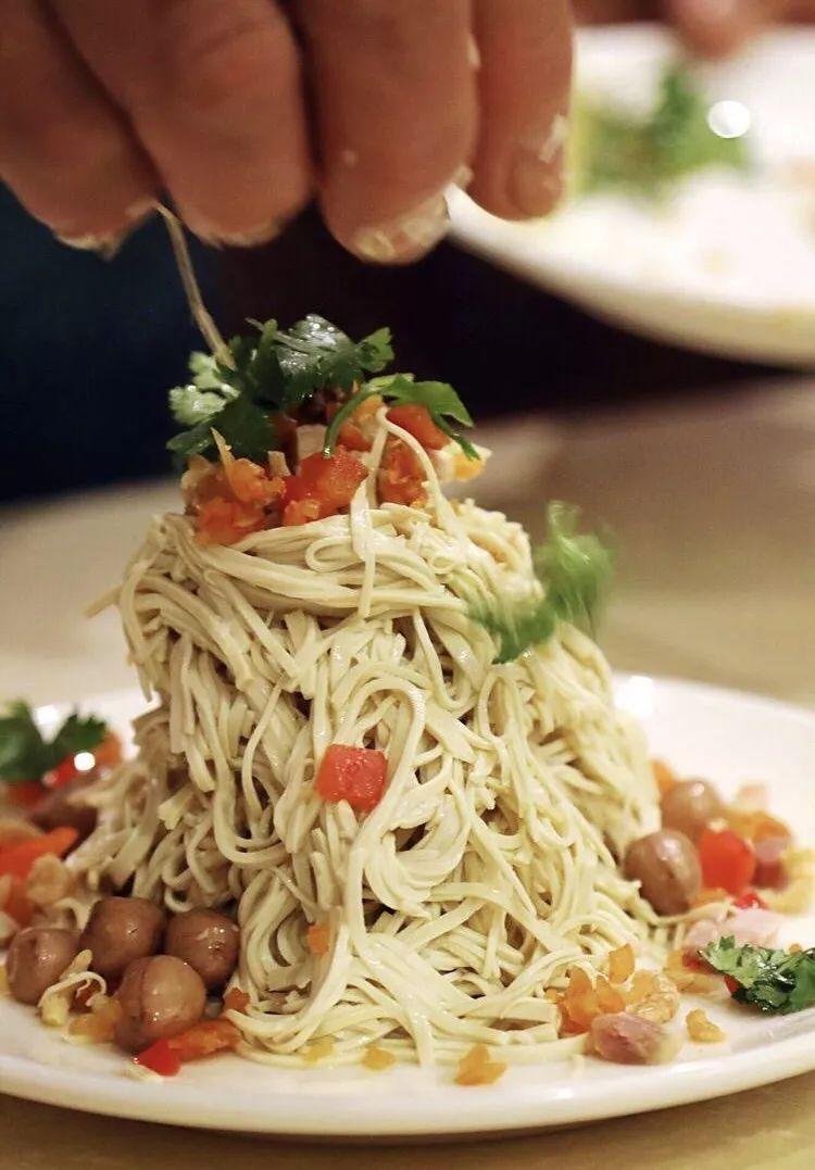 一只会动的蟹黄汤包 一叠烫干丝一碗鱼汤面 秋季品鲜目的地!