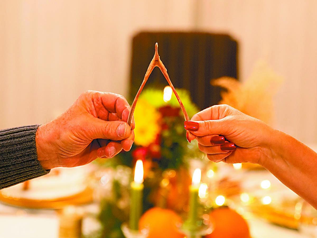 感恩节 美国人用叉骨许愿祈求好运