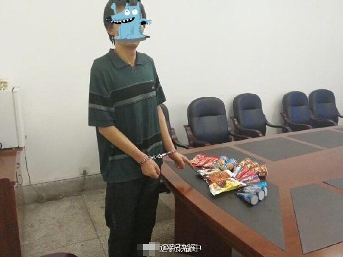 男子半夜偷窃 身上藏了22支雪糕