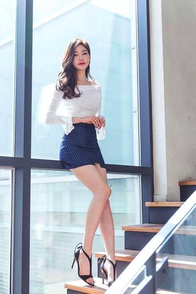 韩国国宝级美女朴正允 拥有让众多女孩望尘莫及的大长腿!