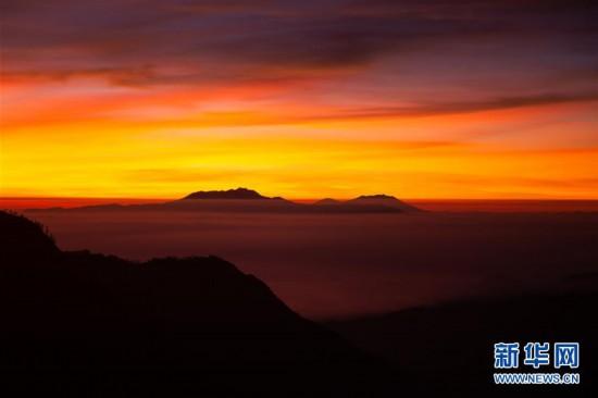 清晨的布罗莫火山群