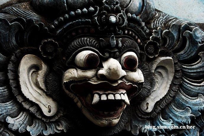 巴厘岛神灵雕像无处不在究竟有多夸张