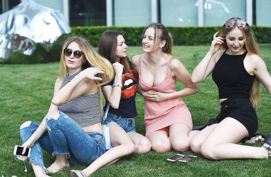 乌克兰美女到中国后 为何不敢出门?