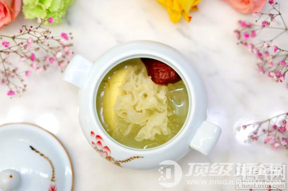 北京富力万丽酒店雅苑中餐厅为女士打造免费佳品大枣炖双雪