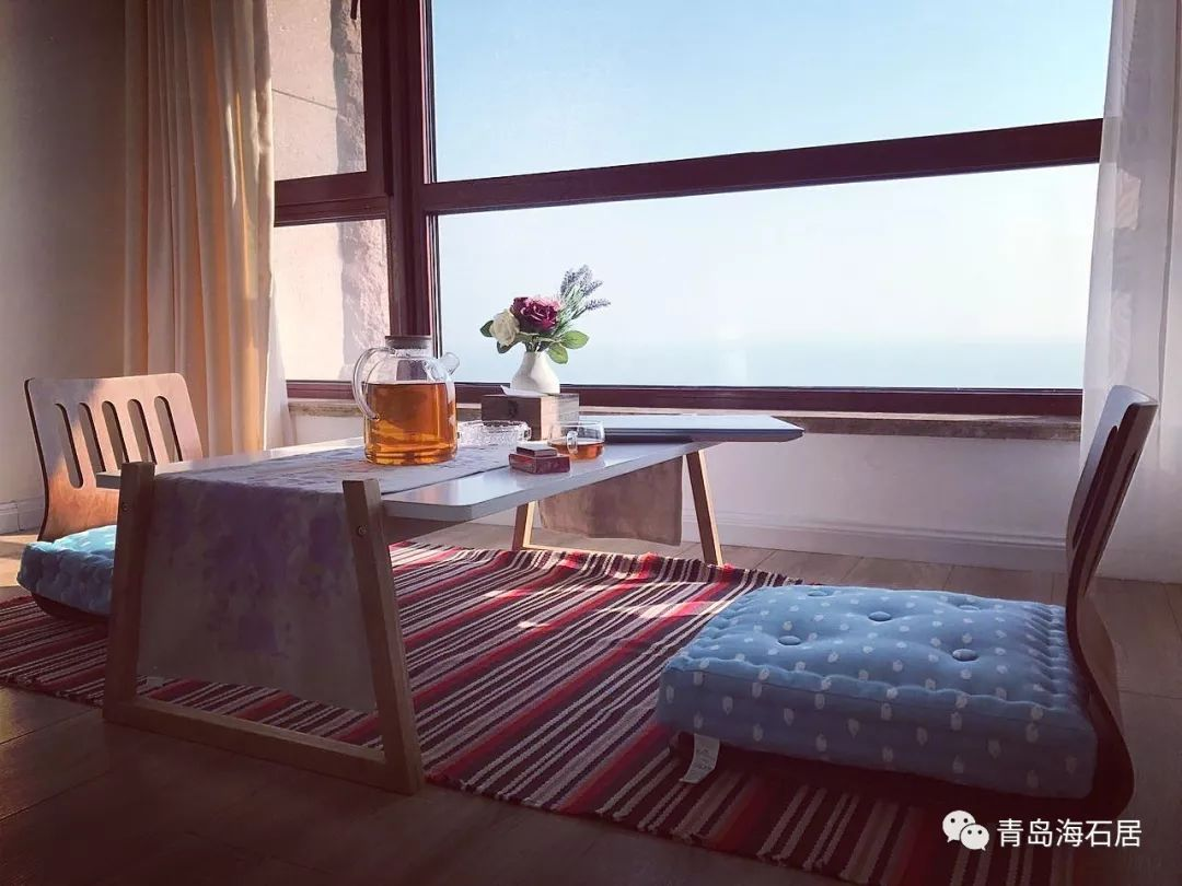 青岛有一家民宿,10米之外就是海,去过的人都说就像走进一座城堡