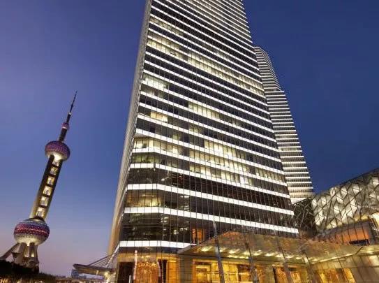 """上海一酒店变相收取""""选位费"""":靠窗看景要多花800元,竟是浦东丽思卡尔顿酒店"""