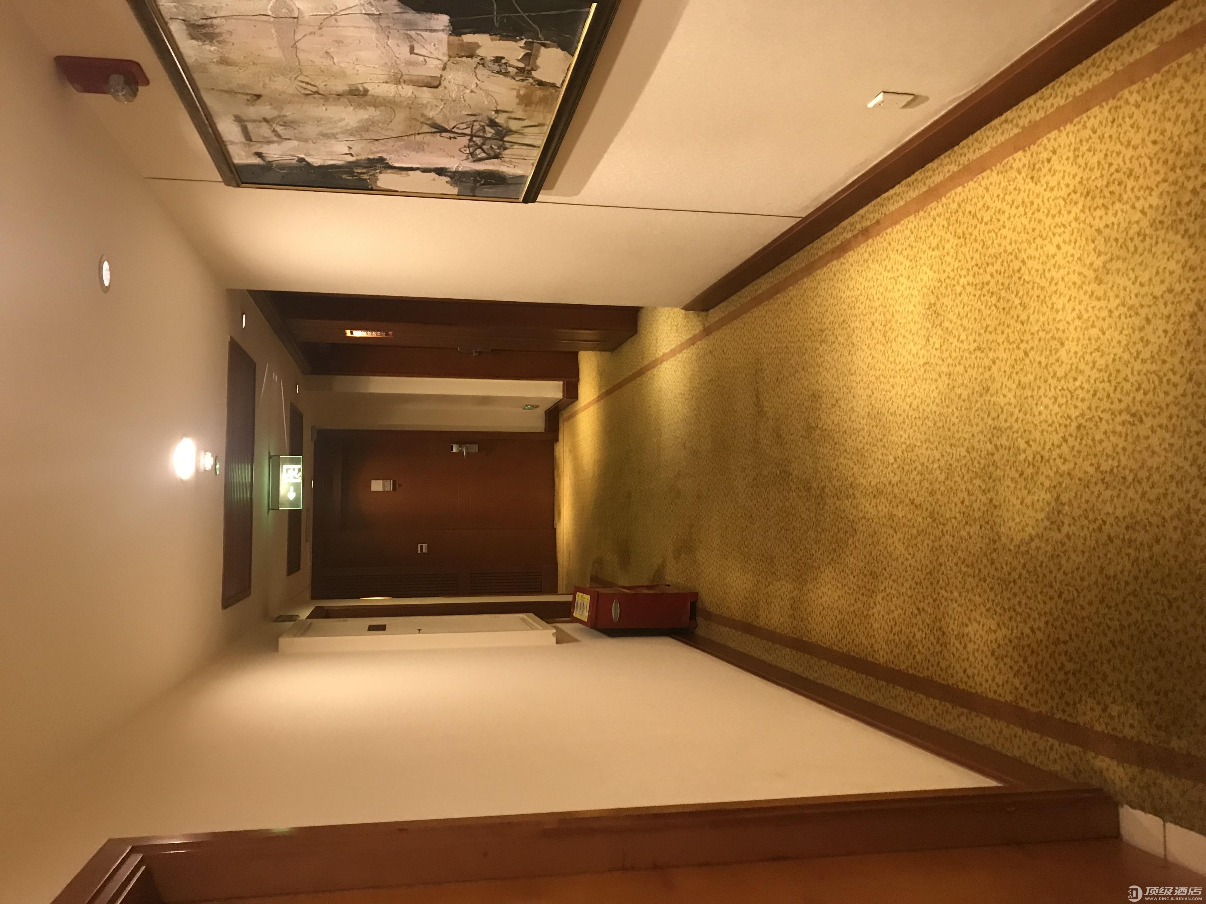 降牌后依旧舒适,重庆解放碑皇冠假日酒店行政套房体验