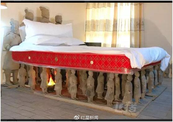 酒店房间蹲着70尊兵马俑 小伙凌晨三点不敢睡(图)