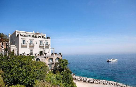 把家搬到意大利那不勒斯湾中心