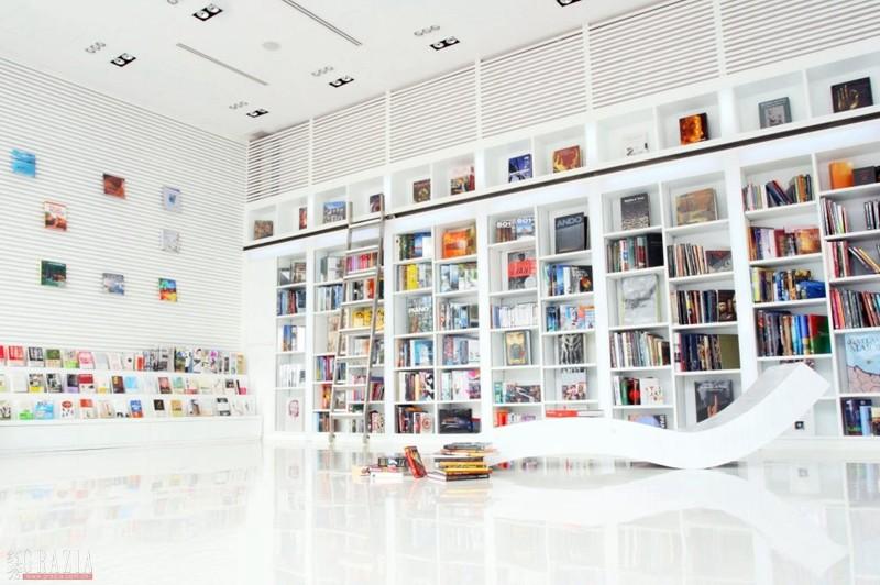 每间房都是一面书页 住在书海里是一种什么样的体验